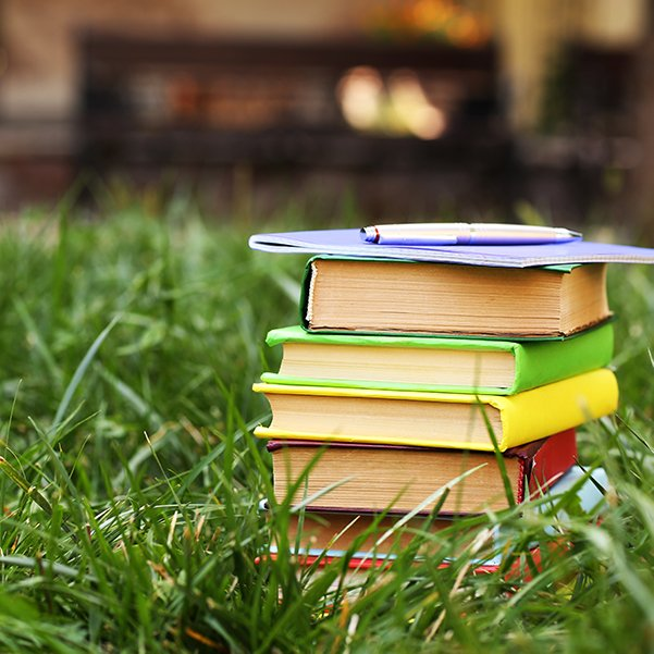 Setting an annual goal for how many books to read can negatively impact your reading! Here's how.