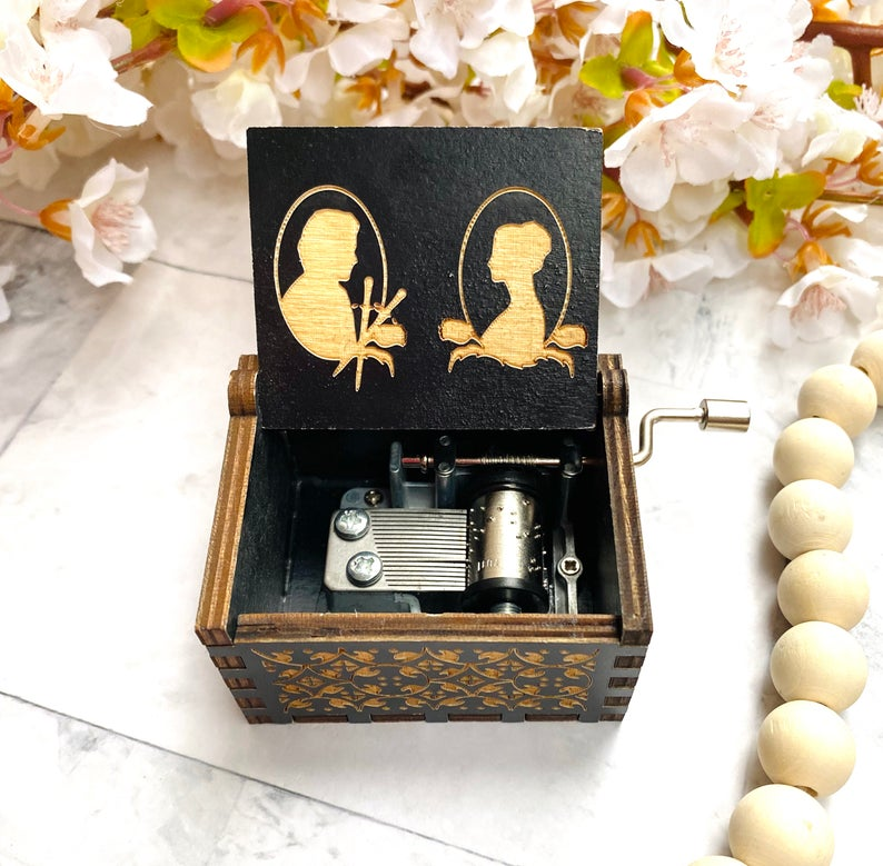 Outlander Jamie and Claire Music Box